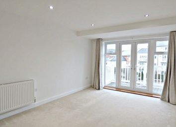 Thumbnail 1 bed flat to rent in Chequers Avenue, High Wycombe