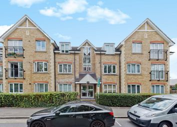 Thumbnail 2 bedroom flat for sale in Hollyfield Road, Surbiton