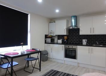 Thumbnail 1 bed flat to rent in Kingsland Road, Dalston