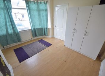 Thumbnail 3 bed semi-detached house to rent in Turners Road South, Luton