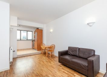 2 bed flat to rent in Somerford Grove, Dalston N16