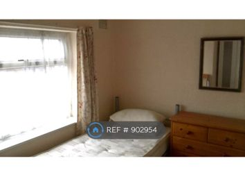 Thumbnail Room to rent in Addison Crescent, Manchester
