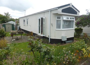 2 bed mobile/park home for sale in Duffins Orchard, Ottershaw, Chertsey KT16
