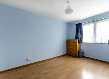 3 bed property to rent in Hathorne Close, Nunhead, London SE15