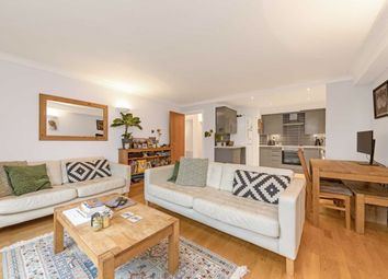 2 bed flat for sale in Baltic Place, London N1