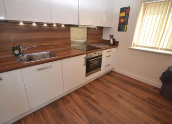 2 bed flat to rent in Rushley Way, Reading RG2