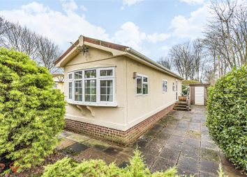 2 bed mobile/park home for sale in The Spinney, Deanland Wood Park, Golden Cross BN27