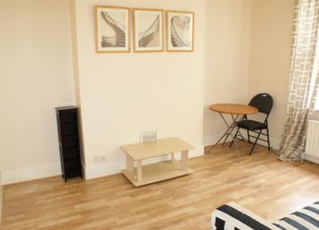 Thumbnail 2 bed flat to rent in The Avenue, Ealing, London