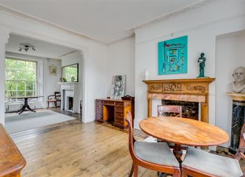 Chiswick High Road, London W4. 2 bed flat