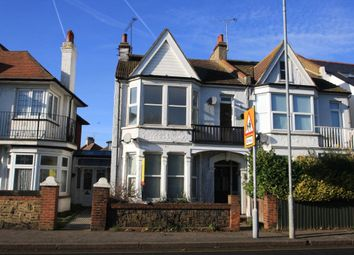 Thumbnail 2 bed flat to rent in Leigh Road, Leigh-On-Sea