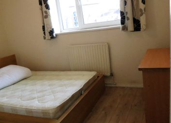 Thumbnail 3 bed flat to rent in Brune Street, Aldgate East/Liverpool Street