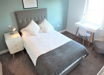 Thumbnail 1 bed town house to rent in 131, Curzon Street, Reading, Berkshire