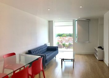 Station Approach, Epsom KT19. 2 bed flat to rent