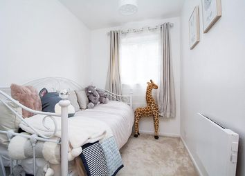 2 bed flat for sale in West Quay Drive, Yeading, Hayes UB4