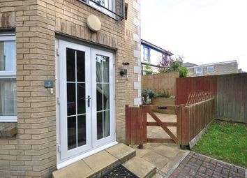 2 bed flat to rent in Broadway, Sandown PO36