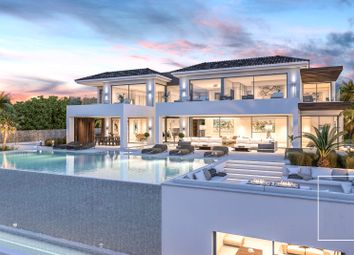 Thumbnail 6 bed villa for sale in El Paraiso, Estepona, Spain