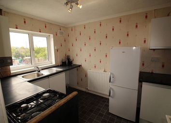 Thumbnail 2 bedroom flat to rent in Lyneham Road, Luton