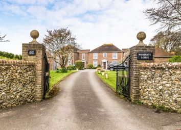 2 bed flat to rent in Westgate, Chichester PO19