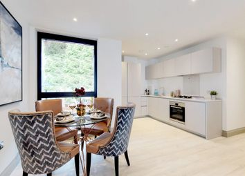 3 bed flat for sale in Brighton Road, Surbiton KT6