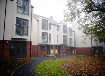 2 bed flat to rent in Bellerby Court, York YO31
