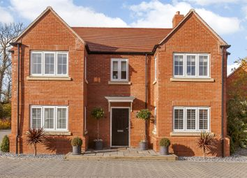 Thumbnail 5 bed detached house for sale in Turnpin Close, Buckingham, Buckinghamshire