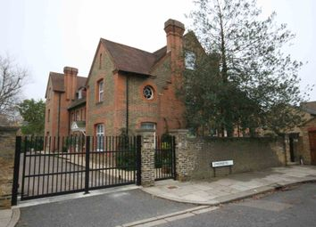 2 bed flat to rent in Amherst Road, London W13