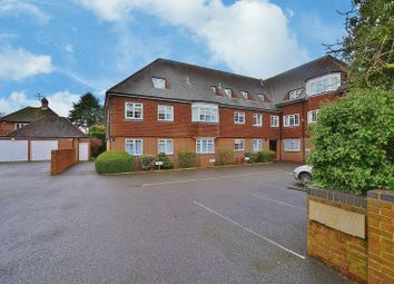 Thumbnail 2 bed flat to rent in Grove Road, Beaconsfield