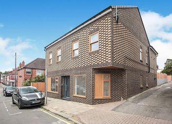 Thumbnail 3 bedroom maisonette for sale in William Street, Luton