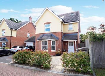 Perdue Close, Hook RG27. 4 bed link-detached house for sale