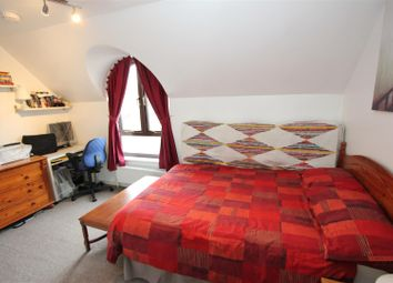 Thumbnail 4 bed town house to rent in Roding Mews, London