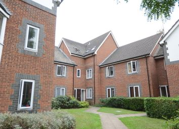 Thumbnail 2 bedroom flat to rent in Stratheden Place, Reading