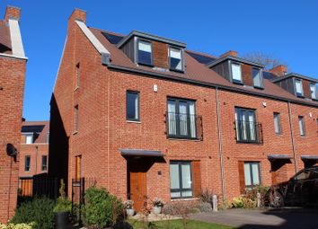 Thumbnail 4 bed town house for sale in Green Close, Brookmans Park, Hatfield