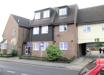 Thumbnail 1 bed flat to rent in Park Street, Slough