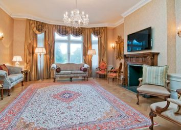 4 bed flat to rent in Cumberland House, Kensington Road, London W8