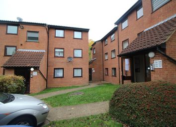 Thumbnail 2 bed flat to rent in Valley Green, Hemel Hempstead