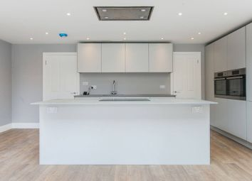 3 bed property to rent in Pitfold Road, Lee SE12