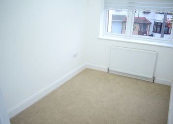 Thumbnail Room to rent in Gleblands Avenue, Ilford