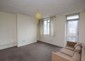 Thumbnail 3 bed flat to rent in Linslade House, Hackney