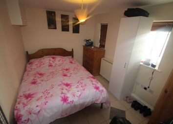 Thumbnail 1 bed flat to rent in Ringwood Road, Oxford, Headington, Oxfordshire