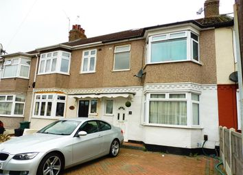 Thumbnail 1 bed property to rent in Wainfleet Avenue, Romford