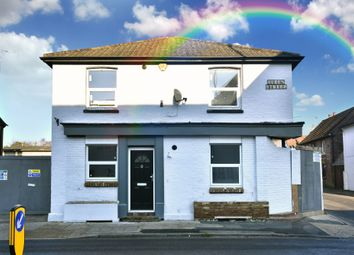 2 bed flat for sale in Queens Parade, Queen Street, Horsham RH13
