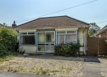 Thornbury Avenue, Blackfield, Southampton SO45. 3 bed detached bungalow