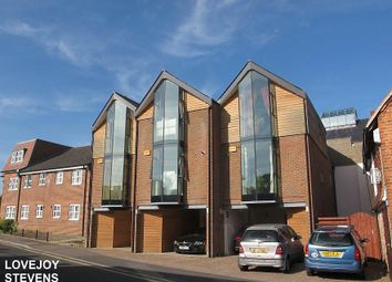Thumbnail 2 bed town house to rent in Oddfellows Road, Newbury