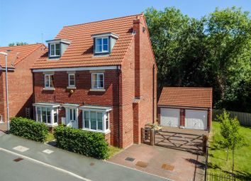 Thumbnail 5 bed detached house for sale in Greenlea Close, Yeadon, Leeds