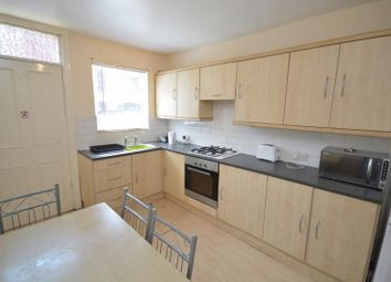 Thumbnail 6 bed terraced house to rent in Estcourt Avenue, Leeds