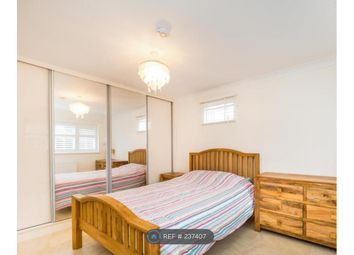 Thumbnail Room to rent in Highwood Garden, Ilford