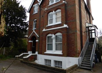 2 bed flat to rent in Lingfield Road, Wimbledon Village SW19