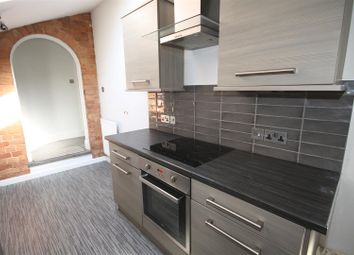 Thumbnail 2 bed flat to rent in Warwick Road, Kenilworth