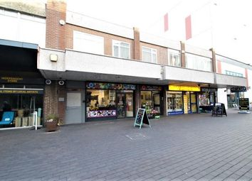 2 bed flat to rent in The Walnuts, Orpington, Kent BR6