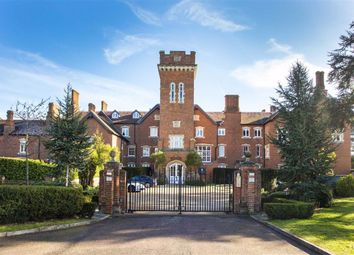 10 Bedwell Hall, Essendon Country Club, Hertfordshire AL9. 3 bed flat for sale
